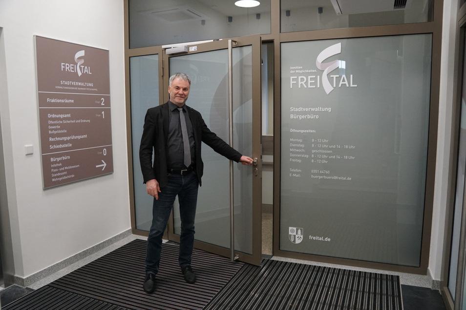 Oberbürgermeister Uwe Rumberg lädt die Freitaler am 28. Oktober zur offiziellen Eröffnung ins neue Bürgerbüro im Bahnhof Potschappel ein.