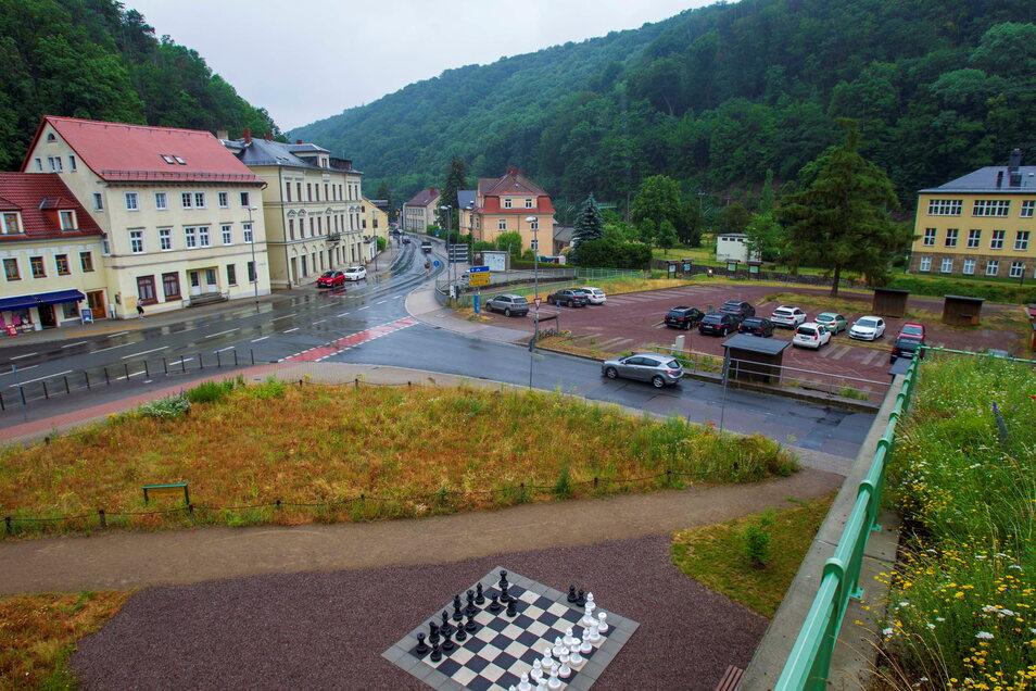 Parkplatz Bauernmarkt in Tharandt. Dieser ist in der Mitte des Stadtzentrum der Kleinstadt.