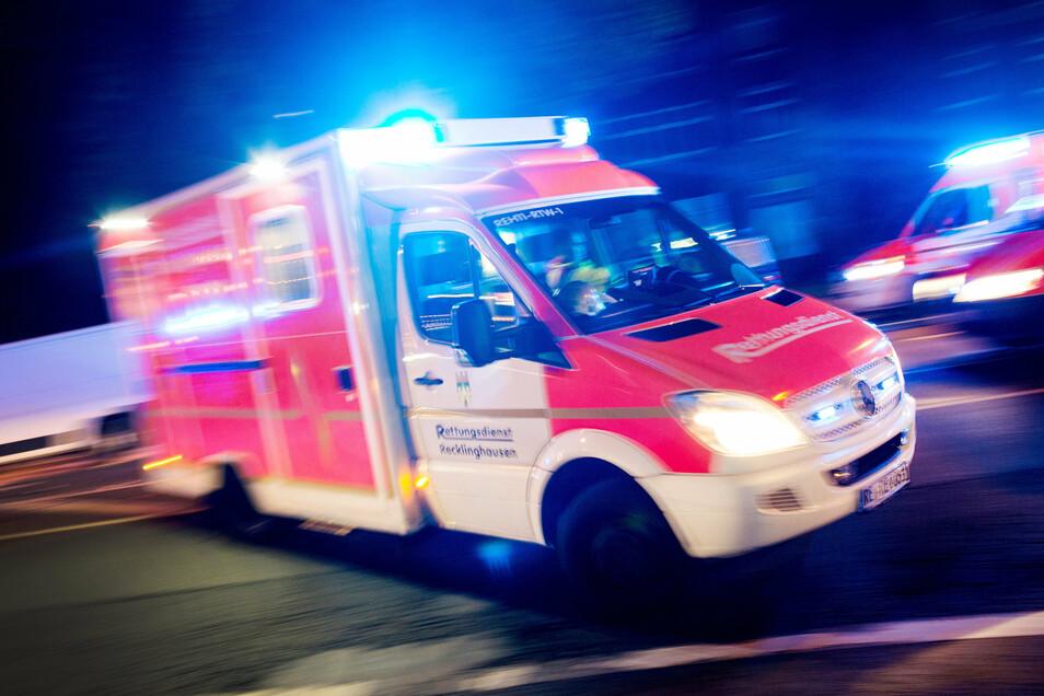 Bei einem Unfall auf der A4 hinter Ottendorf-Okrilla sind am Freitagabend fünf Menschen verletzt worden.