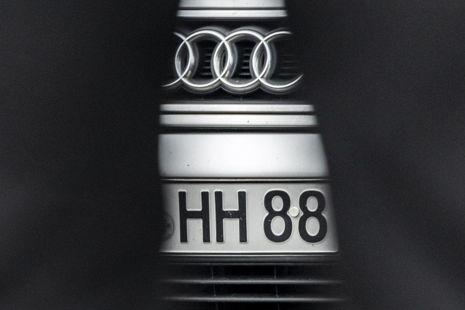 """""""HH"""" und """"""""88"""": Diese Zeichen nutzen viele Rechtsextreme, wie hier in Ostritz, um ihre Ideologie öffentlich zu zeigen."""