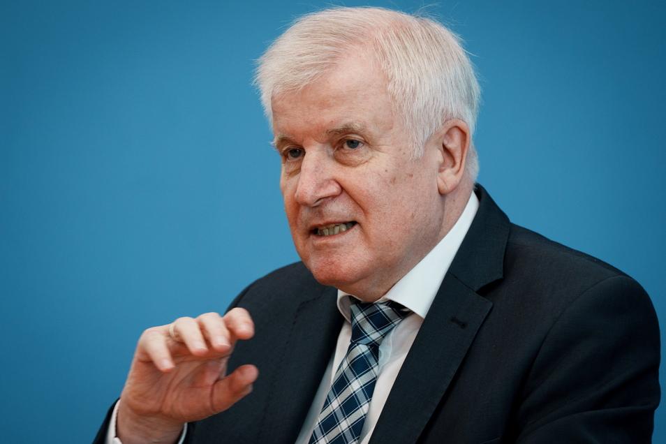 Bundesminister Horst Seehofer (CSU) eröffnet in Freital eine neue Behörden-Außenstelle.