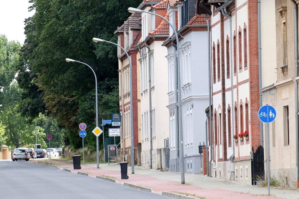 In der Heinrich-Heine-Straße in Meißen-Zaschendorf hat die Rentnerin an den Betrüger das Geld übergeben.