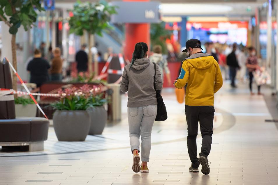 In Sachsen haben Einkaufszentren und große Läden seit Mitte Mai wieder geöffnet - doch das gewohnte Leben kehrt nur langsam wieder in die Innenstädte zurück.