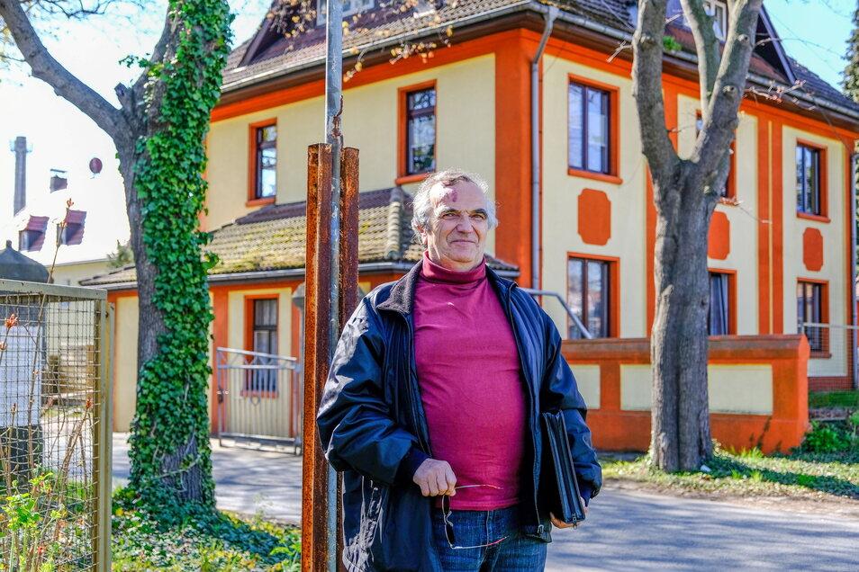 Der einstige Geschäftsführer von Cowaplast bzw. Technische Leiter von Elbtal Plastics, Andreas Reichelt, vorm Werkstor.