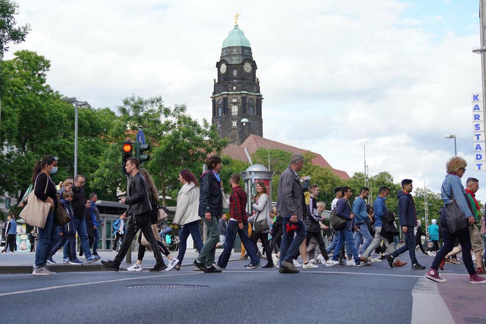 Knapp zwei Drittel der Menschen mit Migrationshintergrund sind aus einem anderen europäischen Land Eingewanderte und ihre Nachkommen.