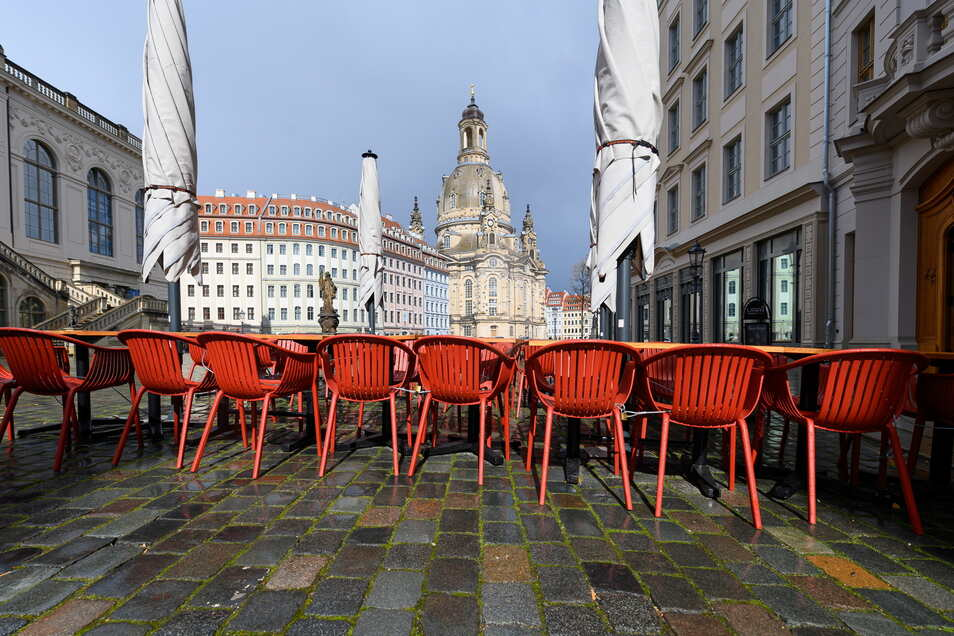 In Dresden sind die Außenbereich von Restaurants weiterhin geschlossen. Die Inzidenz muss noch weitere drei Werktage unter 100 bleiben, damit sich das ändern kann.