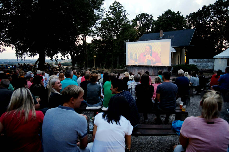 Sommerkino wie hier auf der Freilichtbühne auf dem Gellertberg bei Niederau gibt es auch in Großenhain an der Parkstraße.
