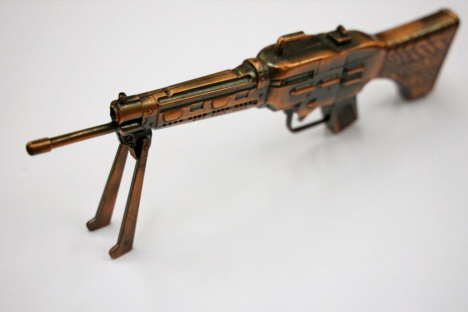 ... ebenso wie verspielte Objekte. Von der Waffe ...