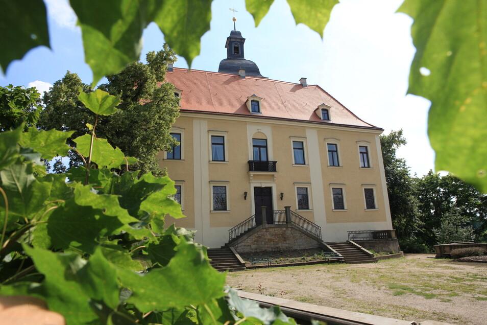 Schloss Hirschstein, das sich im Besitz der Gemeinde befindet, soll weiter saniert werden.