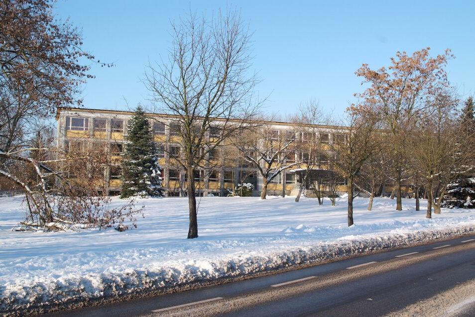Im Dezember 2010 stand noch das Haus II des Lessing-Gymnasiums an der Kolpingstraße, wo sich heute der Eigenheimstandort befindet.