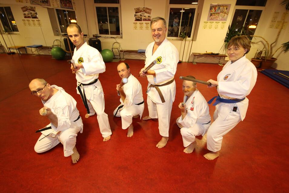 Dieses Sextett macht sich am 22. Februar auf die Reise nach Okinawa. Für Trainer Daniel Herzog (2. von links) ist es bereits die dritte Fahrt in die Ursprungsregion dieses Kampfsports.