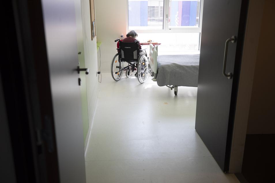 Bewohner von Alten- und Pflegeheimen sind durch das Coronavirus besonders gefährdet. Jetzt ist ein weiterer Mann in der Einrichtung in Radeberg gestorben.