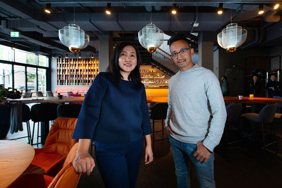 Giang Dannemann (l.) und Vu Anh Doan sind die Betreiber des neuen Restaurants am Postplatz. In der Dresdner Gastro-Szene sind sie keine Unbekannten.