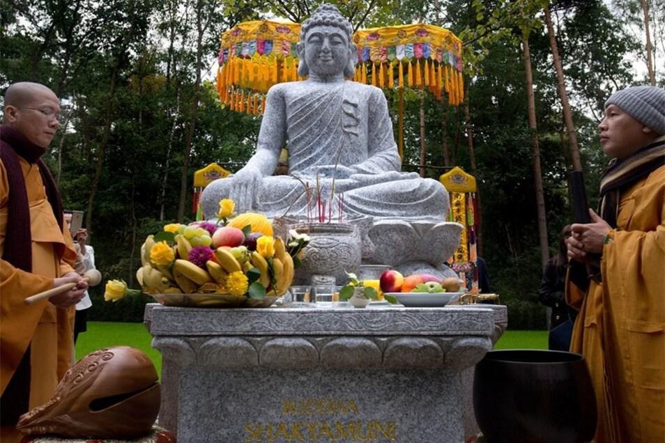 Zum ersten Mal in der fast 1000-jährigen Geschichte Sachsens wurde eine buddhistische Grabstätte geweiht.