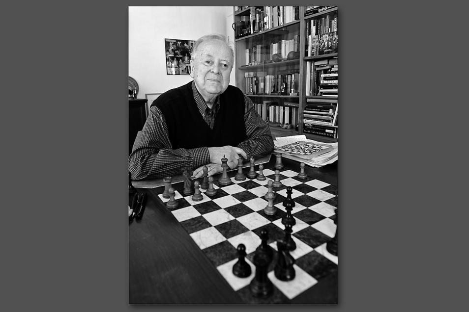Schachgroßmeister Wolfgang Uhlmann wurde am 29. März 85 Jahre alt, die wegen Corona verschobene Feier kann er nicht mehr nachholen.