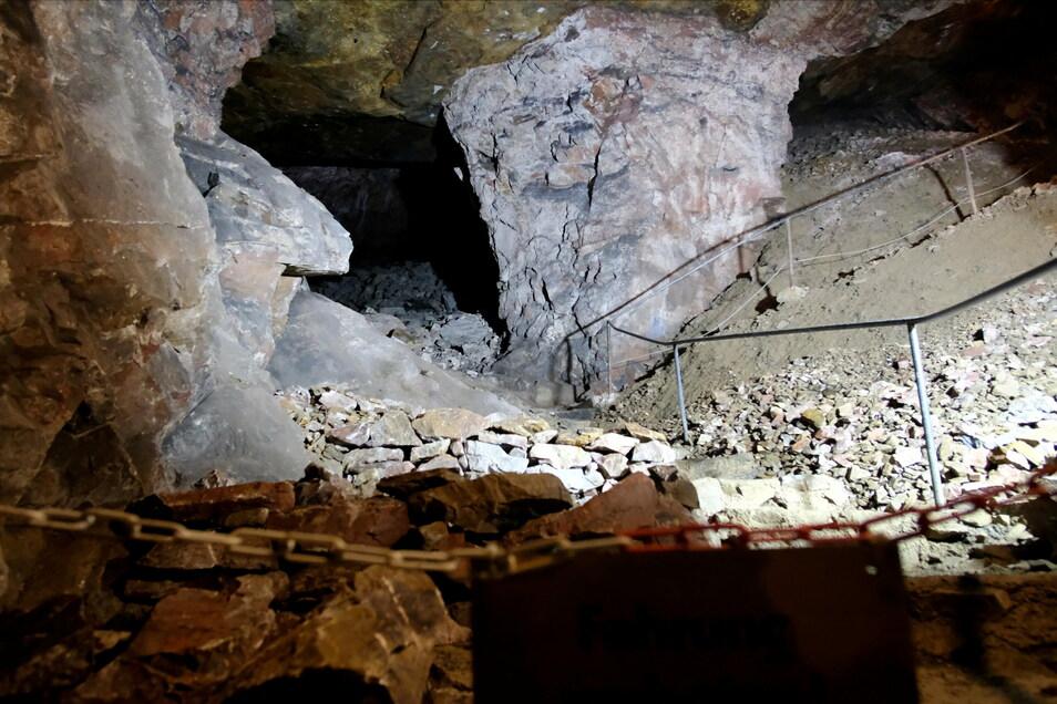 Fein säuberlich gestapelt: Der einstige Felsbrocken wurde in kleine Steine zerteilt, damit er keine Gefahr mehr ist.
