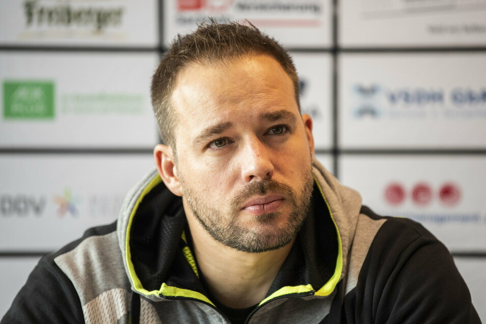 Ex-Trainer Christian Pöhler erhält nun eine Abfindung vom HC Elbflorenz.