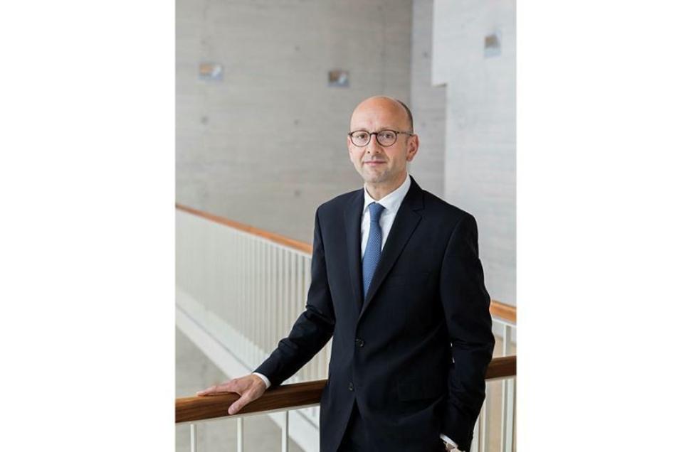 Lucas Flöther ist Anwalt mit mehreren Büros in Deutschland und Insolvenzverwalter unter anderem für Air Berlin.