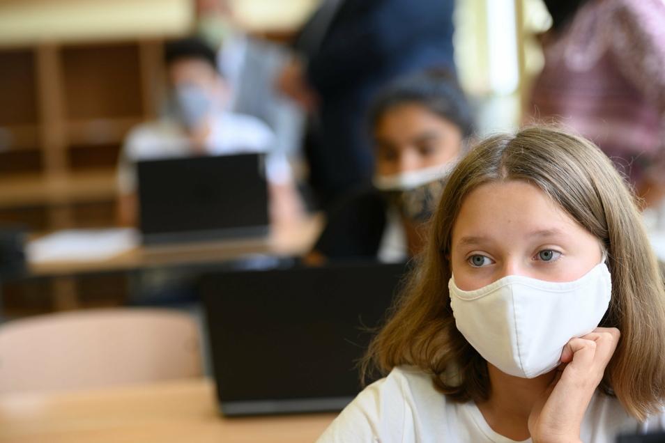 Härtere Corona-Schutzmaßnahmen im Landkreis Meißen auch in den Schulen: Schüler ab der 7. Klasse müssen jetzt Maske auch im Unterricht tragen. Inzwischen gab es einen erneuten starken Tagesanstieg neuer Coronafälle im Kreis.