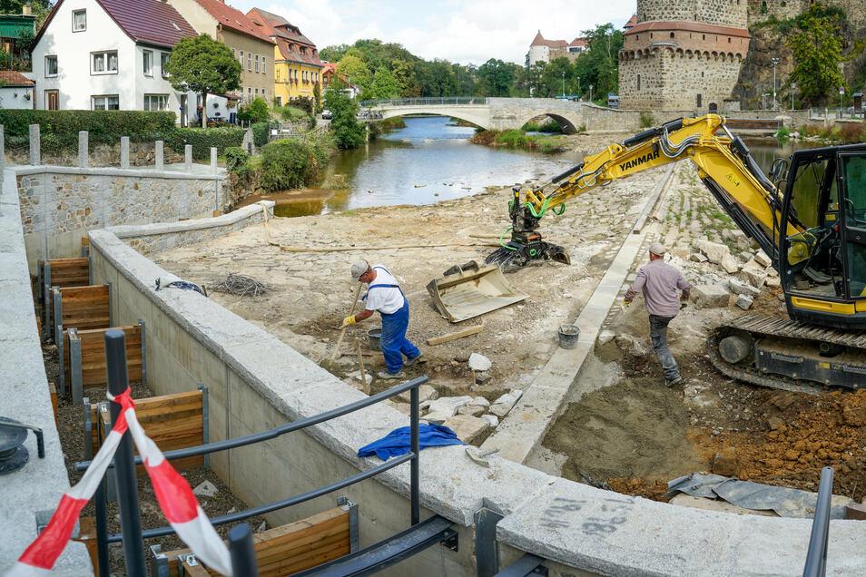 Die neue Fischtreppe in der Bautzener Spree besteht aus mehreren Stufen. Gebaut wird sie von der Ebersbacher Straßen- und Tiefbau GmbH.