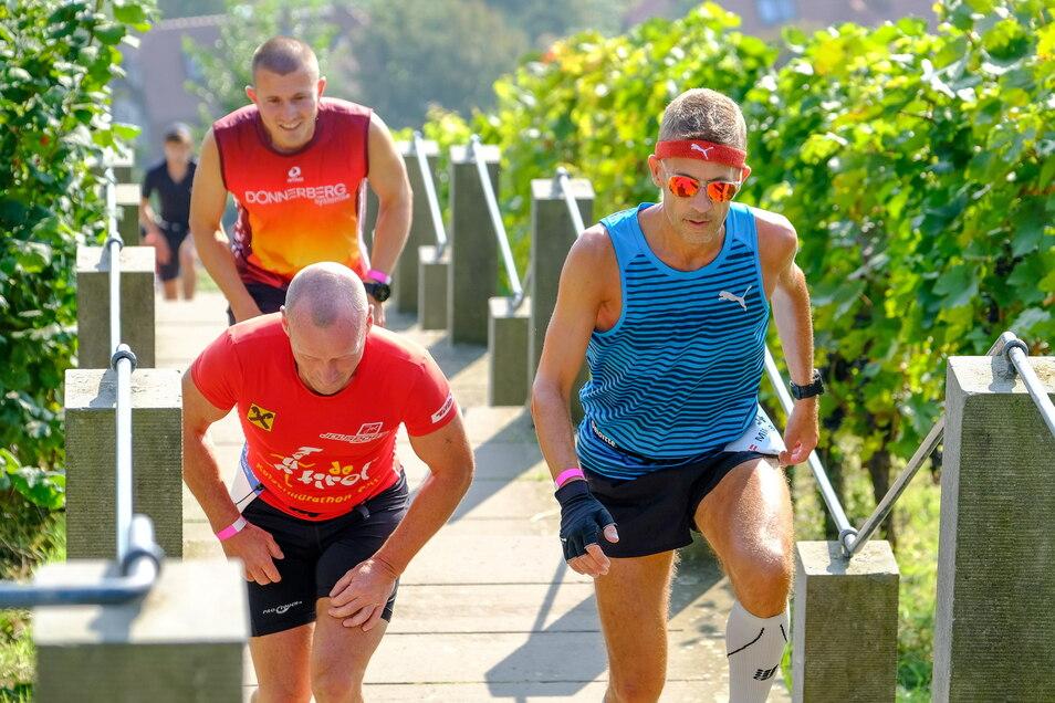 Bei den ersten Runden war Torsten Köhler (hinten) Frank Götze (vorn, links) dicht auf den Fersen, später überholte er diesen sogar, musste sich aber dann doch geschlagen geben. Mikkel Birch Gormsen (r.) war einer von zwei Läufern aus Dänemark.