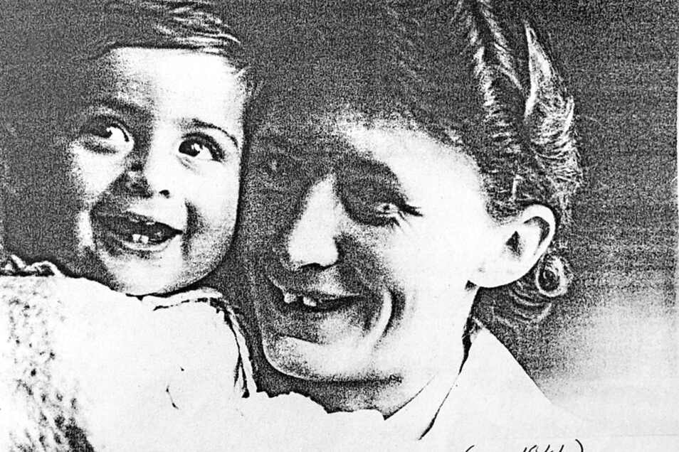 Dieses Foto um 1944 zeigt Luise Bauch, die Tochter von Teppichfabrikant Emil Bauch, mit ihrem Neffen Oskar. Dessen Schwester gehört die Villa zurzeit.