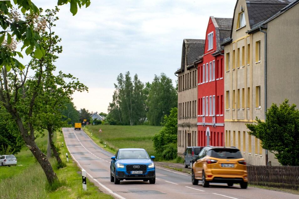 """Der AZV """"Untere Zschopau"""" will auf einer Länge von rund 800 Metern den Kanal zwischen der Kaufland-Kreuzung in Waldheim und den Leipziger Häusern erneuern lassen. Im gleichen Atemzug soll die Straße grundhaft ausgebaut werden. Zunächst lässt der"""