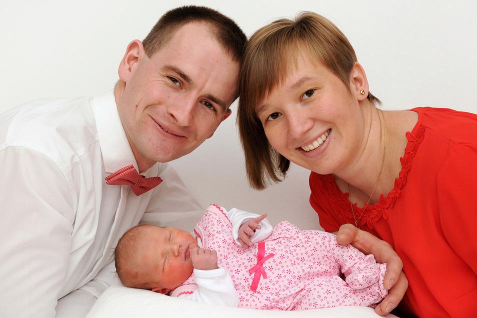 Helena, geboren am 10. Oktober, Geburtsort: Bautzen, Gewicht: 2980 Gramm, Größe: 48 Zentimeter, Eltern: Maria und Christian Kochta, Wohnort: Königswartha