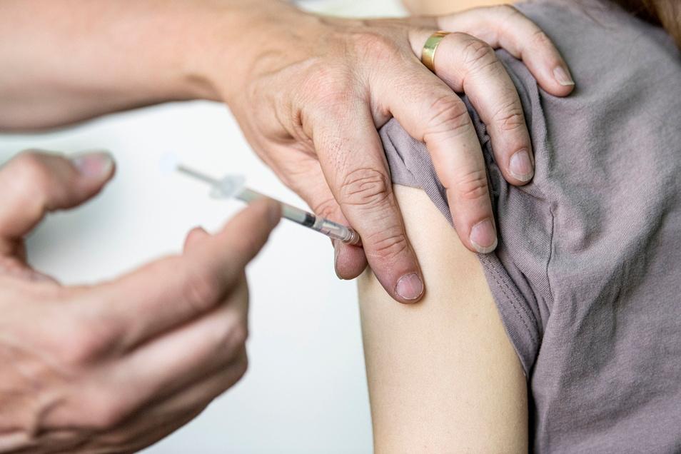 In Sachsen können Impfungen gegen das Coronavirus ab dieser Woche auch an Schulen durchgeführt werden. In Mittelsachsen sollen das Mobile Impfteams ermöglichen.
