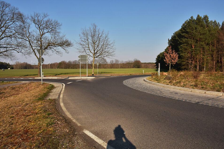 Am Kreisverkehr zwischen Spreewitz und Zerre zweigt auch die Südstraße nach Schwarze Pumpe ab. Auf der noch freien vierten Seite des Kreisels soll irgendwann die Fortführung der Spreestraße aus Richtung Boxberg angeschlossen werden.