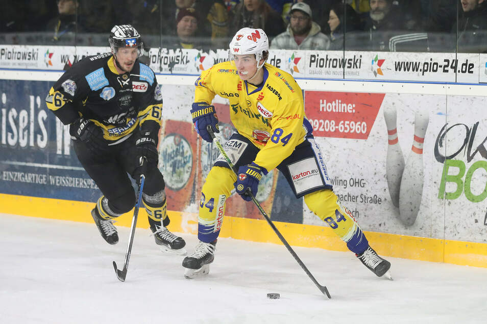 Julius Karrer (rechts spielte in der vergangenen Saison 41-mal für die Lausitzer Füchse.)
