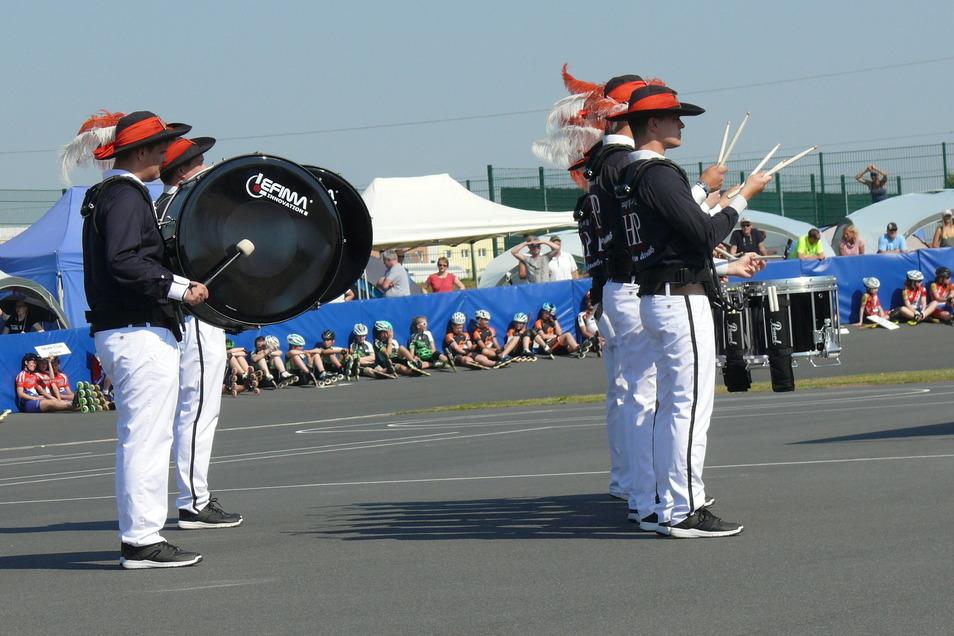 Mit den Trommlern von Hauptpunkt II aus Zabeltitz feierten die Skater des Großenhainer Rollsportvereins vor drei Jahren eine großartige Eröffnung der Deutschen Meisterschaften. Jetzt müssen kleinere Brötchen gebacken werden.
