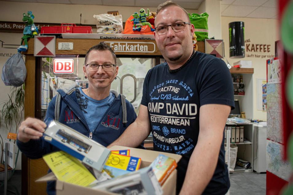 Seit zehn Jahren betreiben Alexander Maschke (l.) und Mario Lorenz das Kamenzer Büdchen am Bahnhof. Jetzt hat ihr Laden sogar einen Online-Shop.