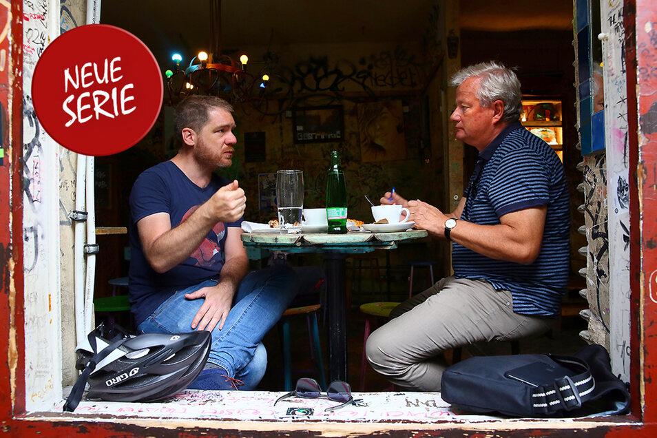Márton Gergely (links) berichtet, wie es so ist, als leitender Redakteur in Ungarn unter der Orbán-Regierung eine Oppositionszeitung zu machen.