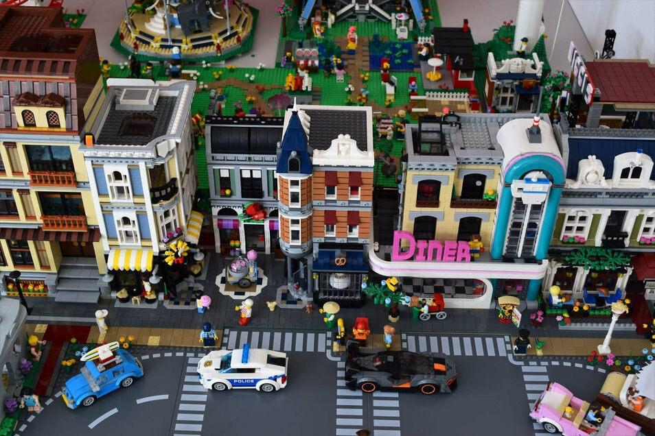 Besonders aufwändig war für die Lego-Bauer die Stadtszene. Dafür benötigten sie allein rund 40.000 Steine.