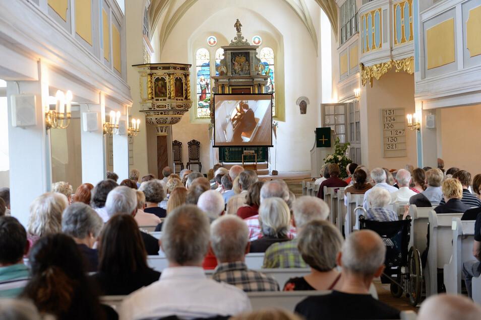 So voll wie hier bei einem früheren Konzert von Sandstein und Musik sollte es am Sonnabend in der Reinhardtsgrimmaer Kirche werden. Daraus wird nun nichts.