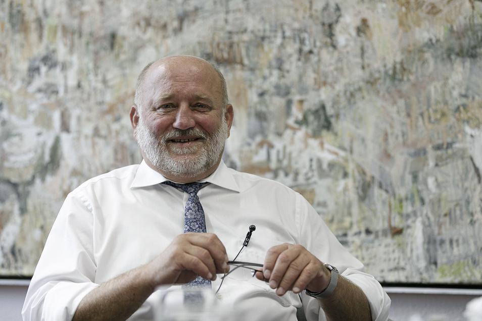 Oberbürgermeister Siegfried Deinege beim Podcast für sächsische.de