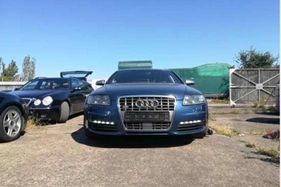 Es gibt Hinweise darauf, dass die Täter den Audi umlackiert bzw. umfoliert haben.