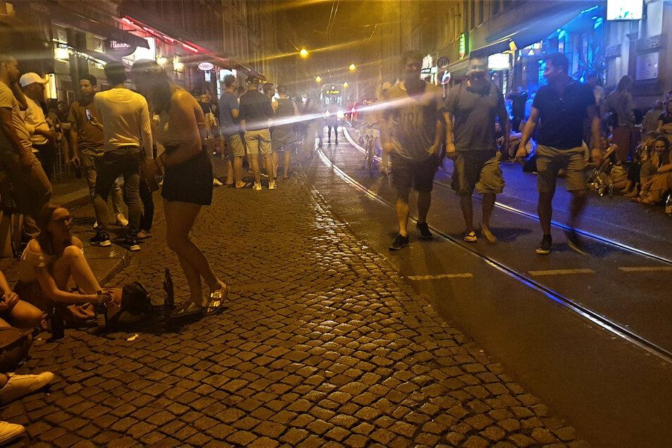 """Das """"Assi-Eck"""" ist für viele junge Dresdner ein beliebter Treffpunkt. Doch bei Anwohnern und Verkehrsbetrieben sorgen die Massenaufläufe immer wieder für Ärger."""