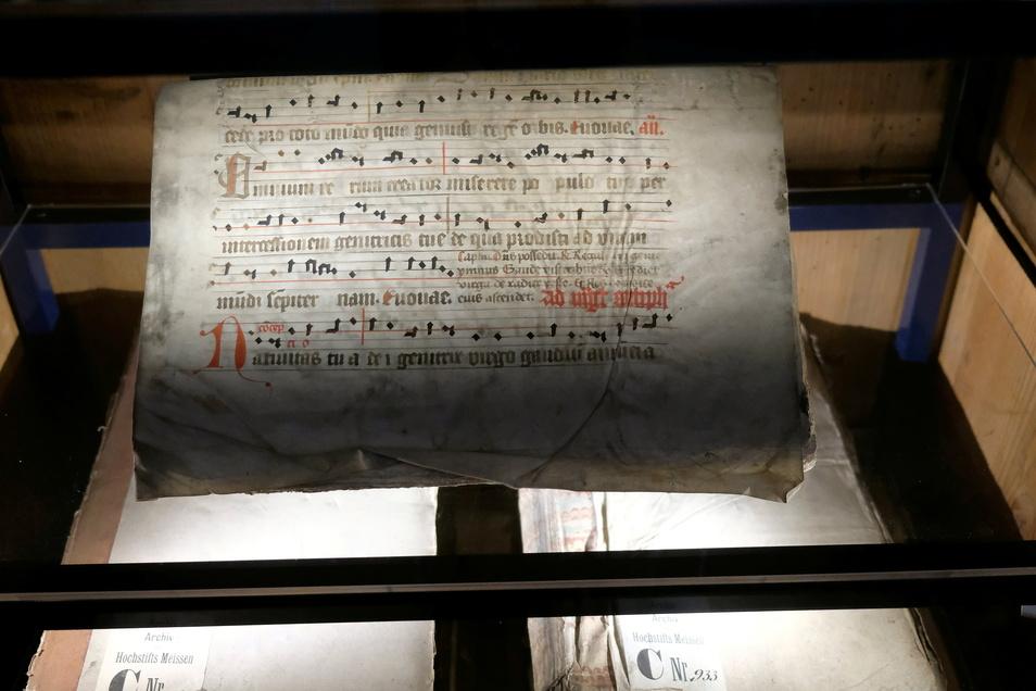 Fast wäre der Archivschrank verfallen. Aufwändig restauriert, verwahrt er nun perfekte Duplikate und echte Akten geschichtsträchtiger Dokumente.