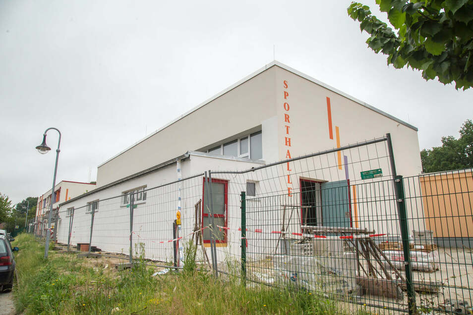 In zwei Bauetappen wird die Sporthalle Nieder Seifersdorf saniert. In diesem Jahr geht es im Inneren weiter. Dazugekommen ist ein Anbau.