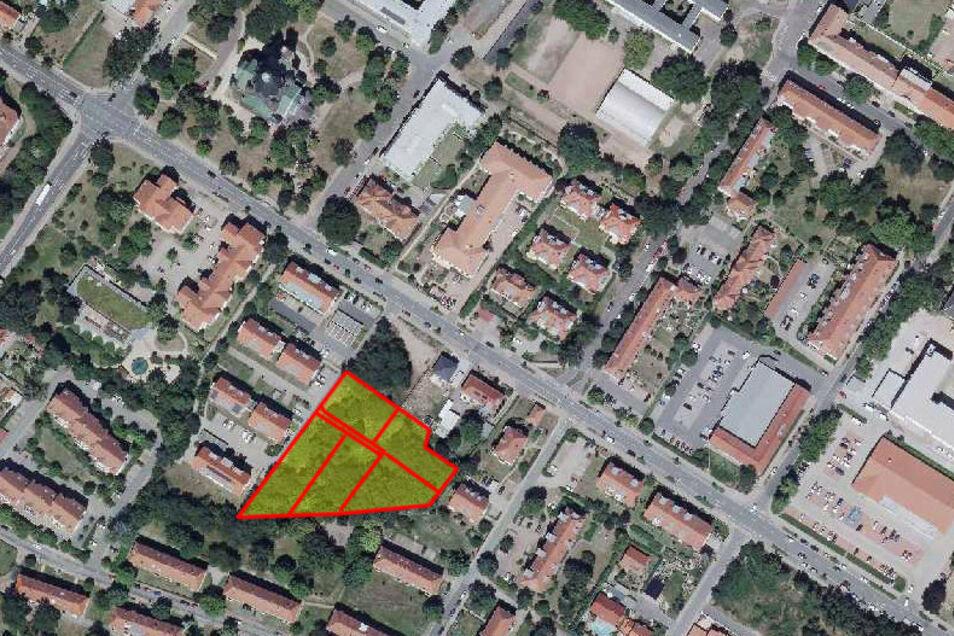 Das Luftbild zeigt die Lage des geplanten Baugebietes. Die diagonal durchs Bild verlaufende Straße ist die Bebelstraße. Das Grundstück zwischen Baugebiet und Bebelstraße ist auf der Aufnahme noch unbebaut; inzwischen steht dort aber ein Eigenheim.