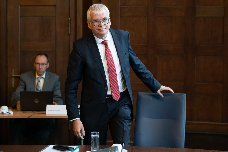 An ihn richten sich die Wünsche des Sports: Finanzminister Hartmut Vorjohann.
