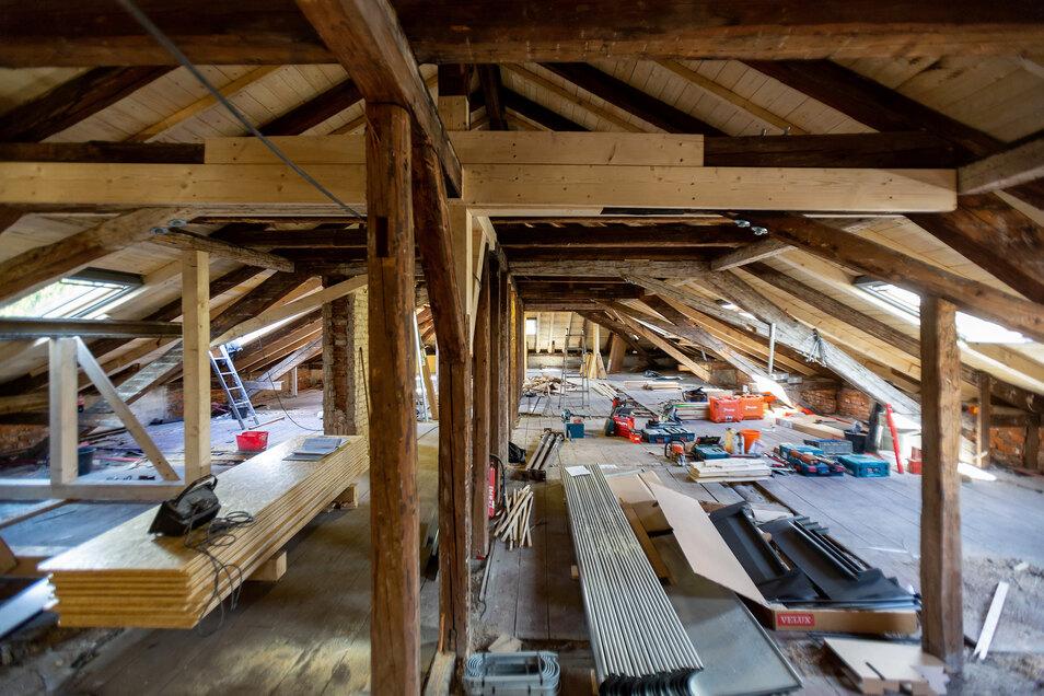 Der Dachstuhl musste nach heutigen statischen Anforderungen verstärkt werden.