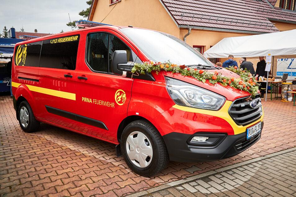 Vor einem Jahr hat die Feuerwehr in Pirna diesen Mannschaftstransporter bekommen. Gleich vier solcher Fahrzeuge will Dipps nächstes Jahr anschaffen.