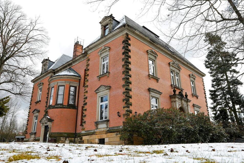 Die prachtvolle Villa mit einem parkähnlichen Garten war sehr gefragt.