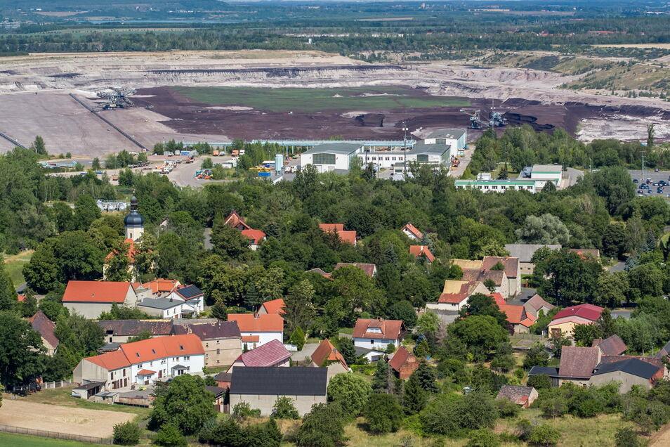 Das Dorf Pödelwitz liegt nur 500 Meter vom Tagebau Vereinigtes Schleenhain entfernt.
