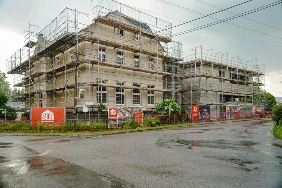 Der Rohbau des alten Gebäudes ist fertig, am Anbau ist das Dach drauf. Am Donnerstag wurde Richtfest an der Grundschule in Baschütz gefeiert.