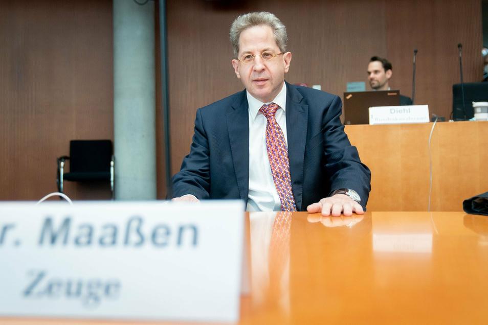 Hans-Georg Maaßen, ehemaliger Präsident des Bundesamtes für Verfassungsschutz, sitzt als Zeuge in der öffentlichen Sitzung des Bundestags-Untersuchungsausschuss.