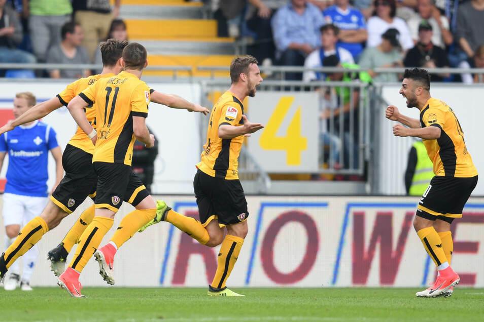 Richtig Grund zur Freude gab es für Dynamo in Darmstadt noch nie. Beim ersten Auswärtsspiel sah es lange danach aus, doch trotz 3:1-Führung haben die Dresdner im September 2017 zu früh gejubelt.